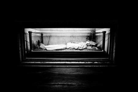 sterbliche: Mailand Lombardei Italien - 7. April 2014 Duomo Mailand, sterblichen �berreste von Kardinal Schuster