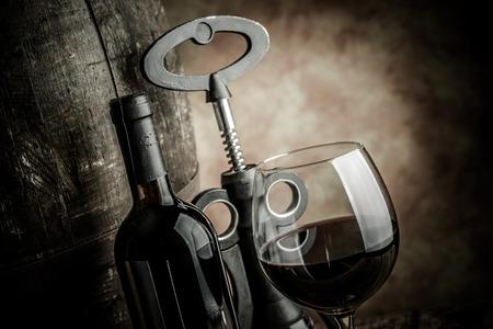 şarap kadehi: wine glass bottle and barrel Stok Fotoğraf