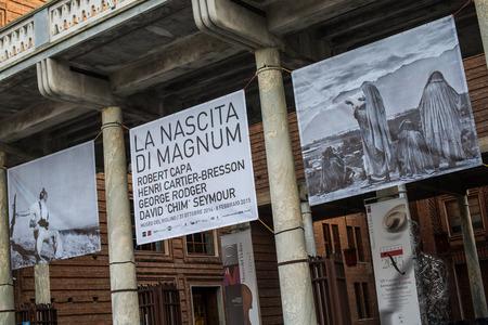magnum: Cr�mone, en Italie le 14 novembre 2014: photographes de Magnum eXibition au Mus�e de violon, de la Piazza Marconi, Cr�mone, en Italie, le 14 novembre 2014 �ditoriale