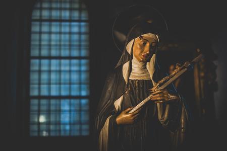 santa cena: MILAN, Italia - diciembre 10,2015: Iglesia Santa Mar�a de la Gracia de Santa Maria delle Grazie, Mil�n. Escultura en una capilla lateral. Editorial
