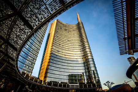 MILAAN, Italië - februari 04,2016: district Milaan Porta Garibaldi. De Unicredit Bank wolkenkrabber en Piazza Gae Aulenti. Redactioneel