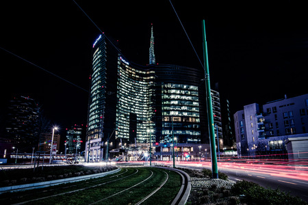 MILAN, ITALY - FEBRUARY 04,2016: Milan Porta Garibaldi district. The Unicredit Bank skyscraper and Piazza Gae Aulenti.Night scenes. 新聞圖片