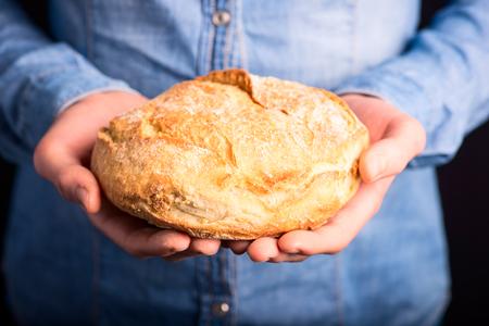 bread in hands - vegetarian and vegan people 版權商用圖片