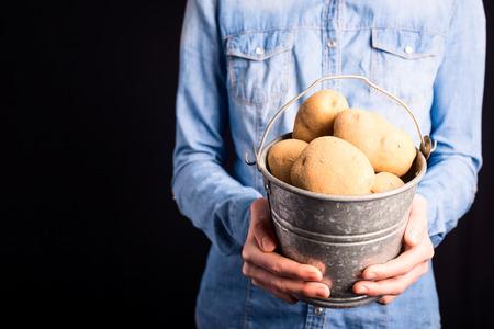 potatoes in hands - vegetarian and vegan people 版權商用圖片