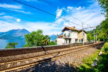 被遺棄的鐵路站鐵路 - 科莫湖意大利蘭德斯