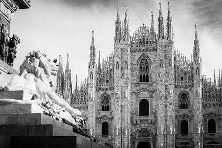 Milan Duomo detail - black and white image 版權商用圖片 - 97760625
