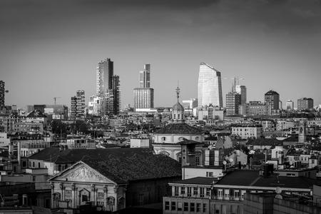 Milan city - black and white image 版權商用圖片 - 98877500