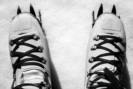 Winter mountainering - black and white image 版權商用圖片