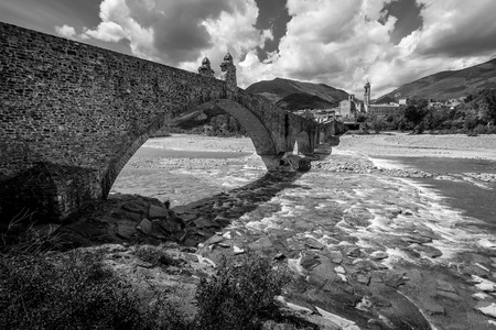 ancient medieval bridge - black and white image 版權商用圖片