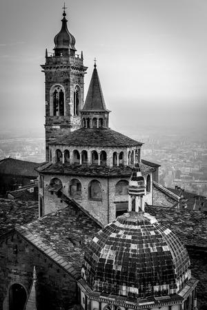 Bergamo medieval town - black and white image 版權商用圖片 - 99354394