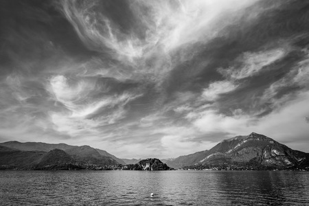 Como lake district - black and white image 版權商用圖片 - 99323320