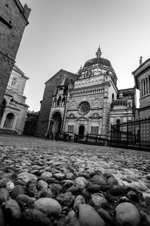 Bergamo medieval town - black and white image 版權商用圖片 - 99419183