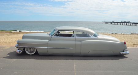 olds: Classic Olds Pontiac Cadillac on Felixstowe seafront. Editorial