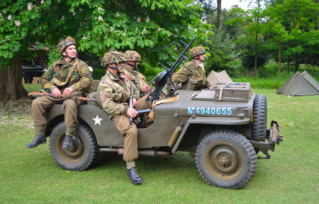 wrest: SILSOE, BEDFORDSHIRE, ENGLAND - MAY 30, 2016: World War 2 Jeep with men dressed as World War 2 American Soldiers. Editorial