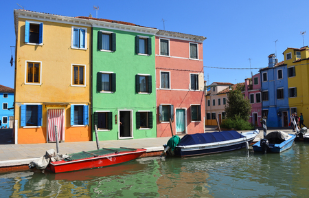 BURANO, VENICE, ITALY - SEPTEMBER 21, 2017: Colourful Houses and Boats of the Island of Burano  Venice Italy. 報道画像
