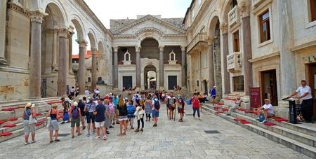 SPLIT, CROATIA - JUNE 16, 2018:   Historic Square Diocletian's Palace in Split  with tourists Редакционное