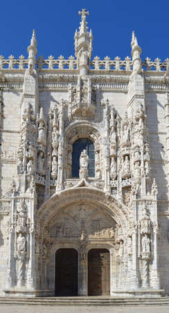 Door - Entrance and Architectural detail of The Mosteiro dos Jeronimos Belem Lisbon Portugal. Standard-Bild