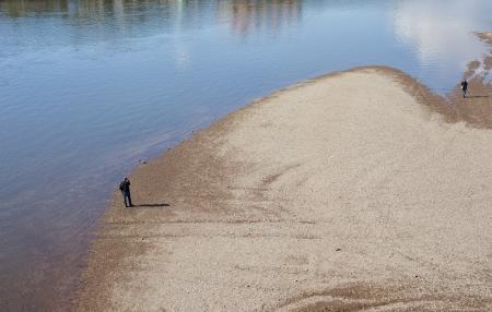 sandbank: A photographer on a sandbank in dresden  Stock Photo