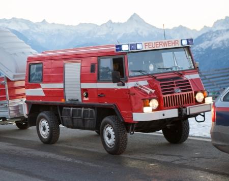 rescue service: Salzburg , Dezember 30.2013. fire and rescue service in the Austrian Alps.  Dezember 30, 2013 in Salzburg Gaisberg