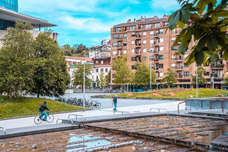 San Sebastian, Gipuzkoa / Spain »; April 30, 2020: Social distance, empty parks in the city of San Sebatian 에디토리얼