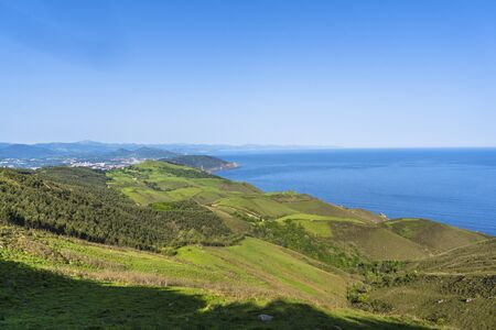 View from the top of Mount Jaizkibel and the Cantabrian Sea, Guipúzcoa. Basque Country Standard-Bild