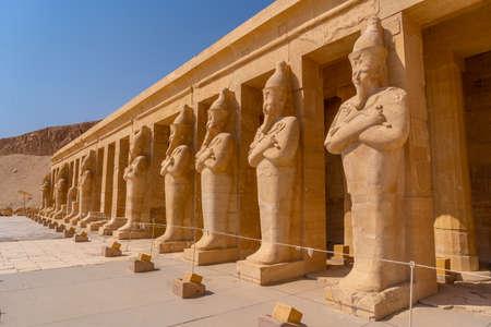 Sculptures of pharaohs entering the Funerary Temple of Hatshepsut in Luxor. Egypt Banco de Imagens