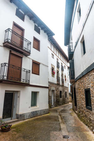 Houses in the historic center of the Ea municipality near Lekeitio, Bay of Biscay in the Cantabrian Sea. Basque Country 版權商用圖片
