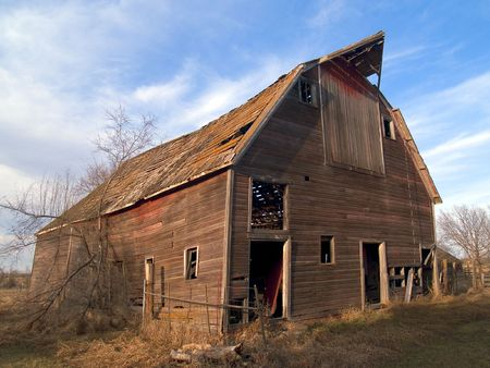 middle america: An old ruined barn near Mitchell, South Dakota