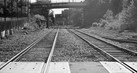 Railroad tracks under and then over a bridge through Minneapolis Imagens - 5224889