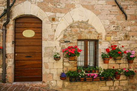 country house style: Rustic doorway in Italian country village Stock Photo