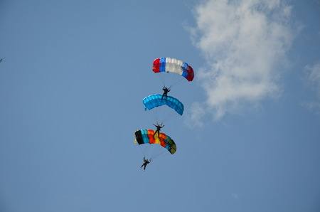 Three parachutist. Orel sity