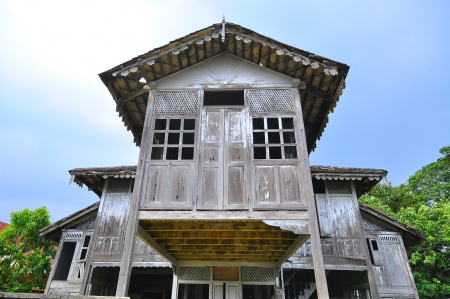 Abandoned traditional malay wooden house Imagens