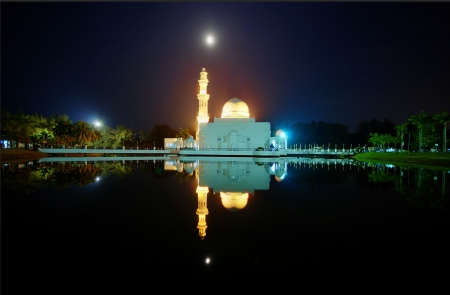 islamic wonderful: Perfect reflection of a floating mosque Masjid Tengku Tengah Zaharah in Kuala Ibai Malaysia Stock Photo