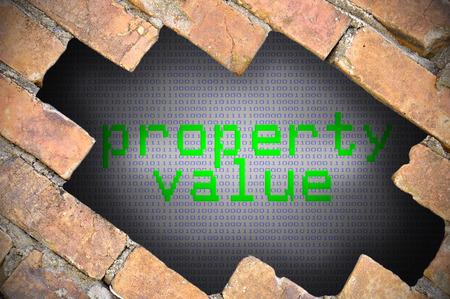 finer: Agujero en la pared de ladrillo con valor de la propiedad Palabra. Foto de archivo