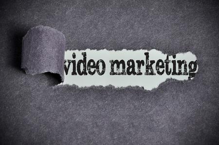 Video parola commercializzazione con carta da zucchero nera strappata. Archivio Fotografico - 40817279