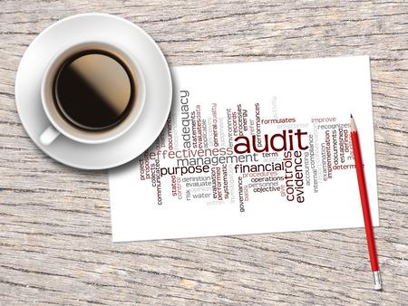 auditoría: Café, lápiz y una nota de contener palabra Nubes de la auditoría y Sus palabras relacionadas.