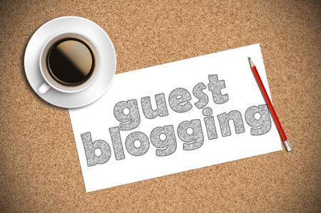 Caffè e schizzo a matita guest blogging su carta. Archivio Fotografico - 46659045