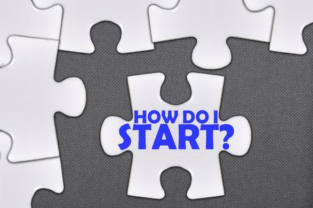 The white jigsaw puzzle written word how do i start. Archivio Fotografico