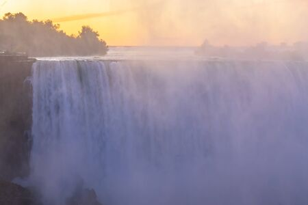 Sunrise at Niagara Falls. View from the Canadian side Standard-Bild