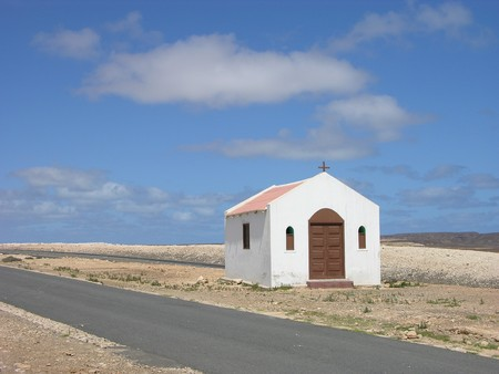 picture of a white small church in cabo verde,  africa Stockfoto