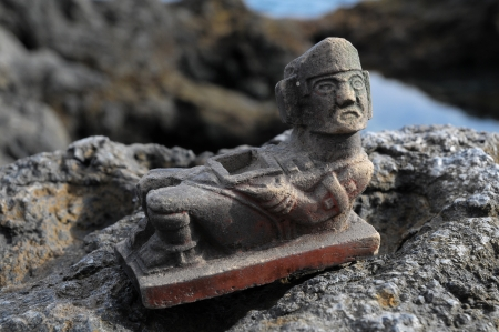 pre columbian: Ancient Maya Statue on the Rocks near the Ocean