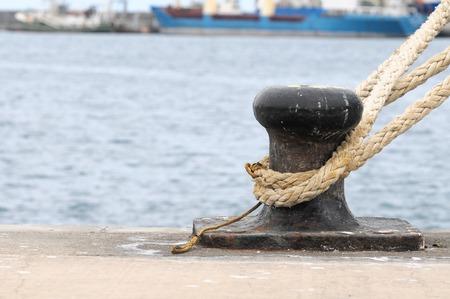Roestige ligplaats op een pier, in Canarische Eilanden, Spanje