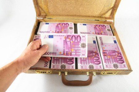 One Suitcase Full of Pink 500 Euros Banknotes Stockfoto