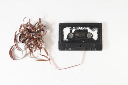 Oude Vintage Gebruikt musicassette over een witte achtergrond