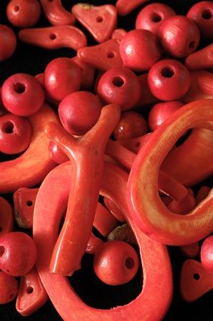 corallo rosso: Red Coral Stones Pronto per fare gioielli Handmade Archivio Fotografico