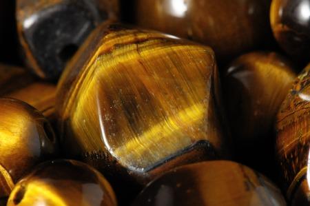 호랑이 눈 돌 손수 만든 보석을 만들 준비 스톡 콘텐츠 - 33412132