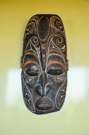 new guinea: Tipico legno Maschera da Papua Nuova Guinea Archivio Fotografico