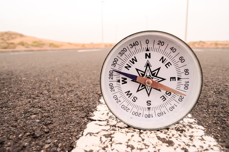 Asphlat 道路旅行コンセプト コンパス 写真素材