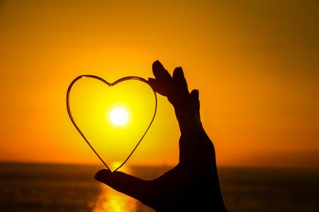 대서양에 개념 심장 및 Sun 설정 사랑
