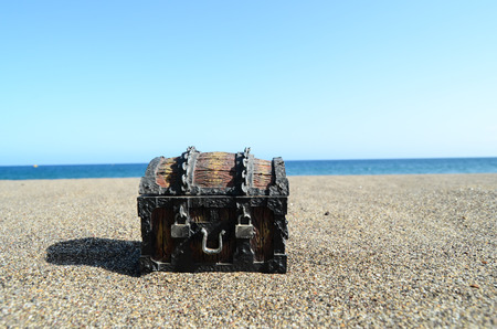 pirate treasure: Old Classic Wood and Iron Treasure Chest on the Beach